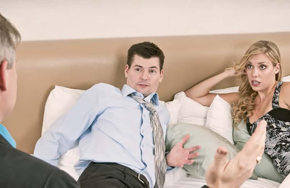 Супер красавица изменяет на глазах своего мужа — photo 10