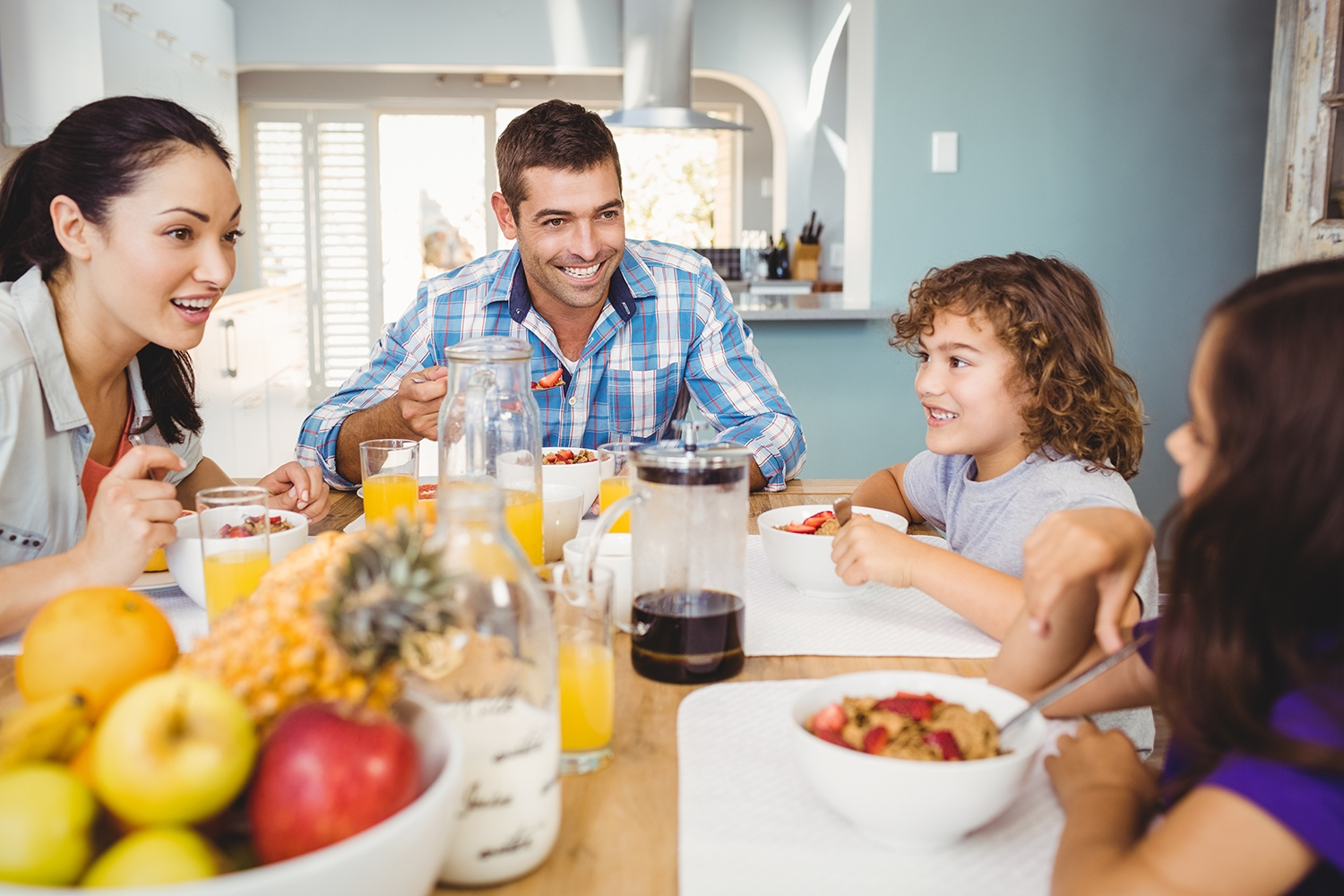 family eating breakfast - HD 1500×1000
